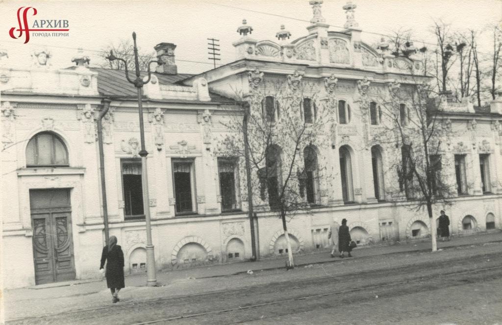 Городская детская больница по ул. Ленина, 13а (дом С.М. Грибушина). 23-34 апреля 1955.
