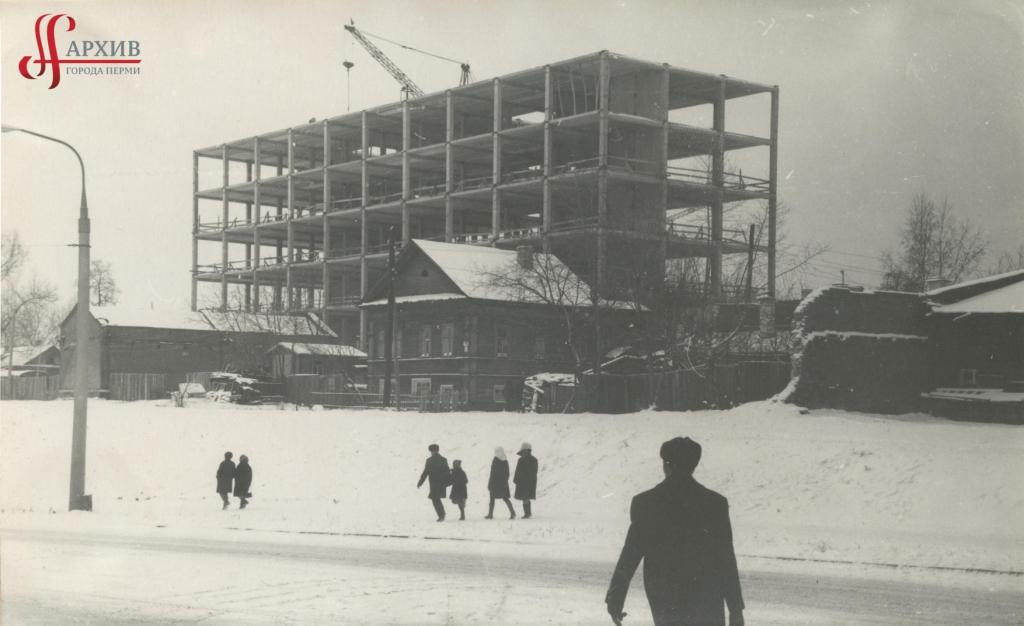 Строительство здания Центра научно–технической информации и Дома моделей по ул. Попова, 9. 1 ноября 1970.