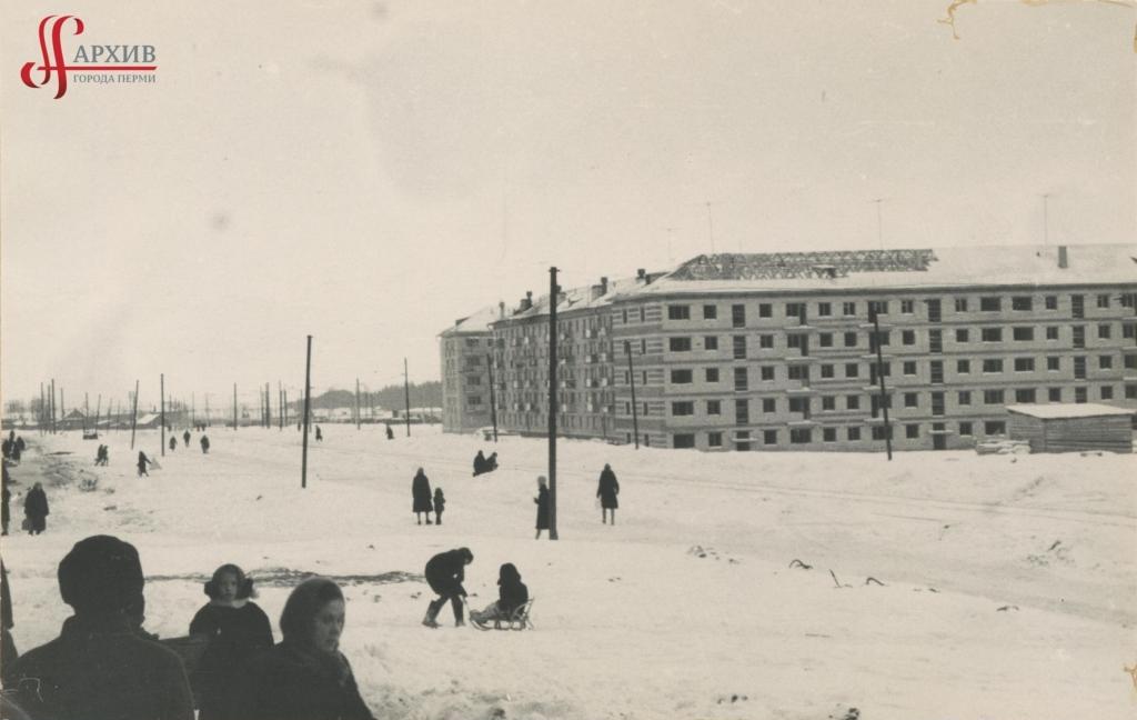 Застройка 5-этажными домами ул. 9 Мая. 5 декабря 1965.