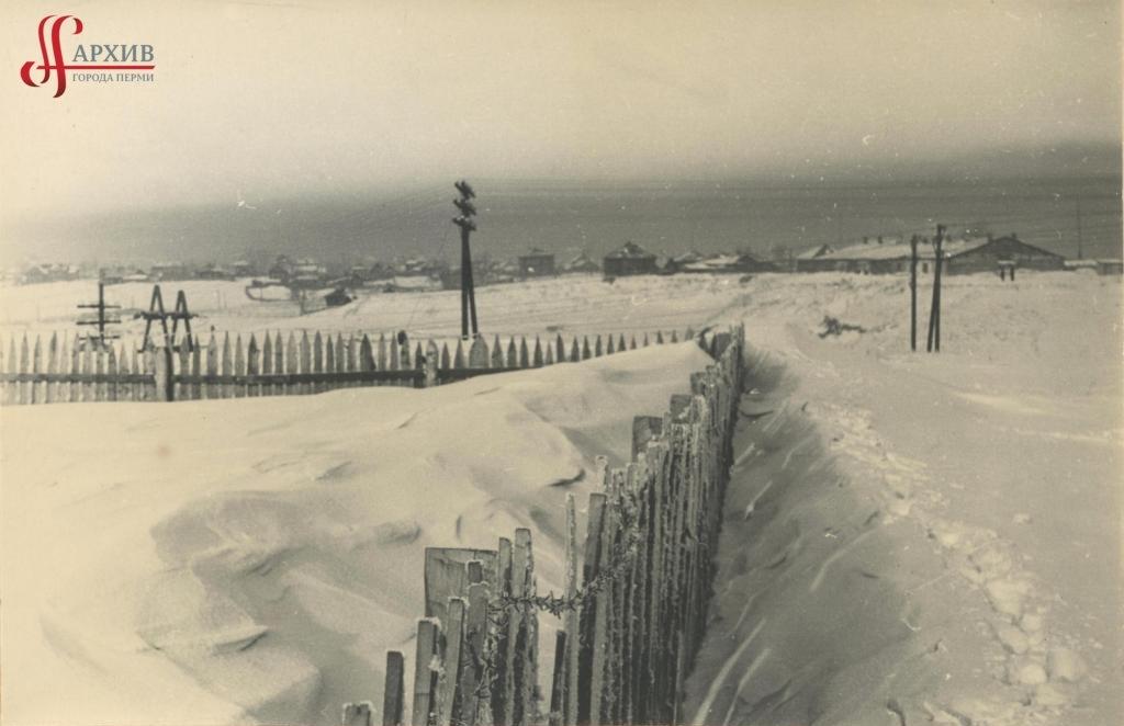 Снежные следы на месте будущего планетария. 8 января 1958.