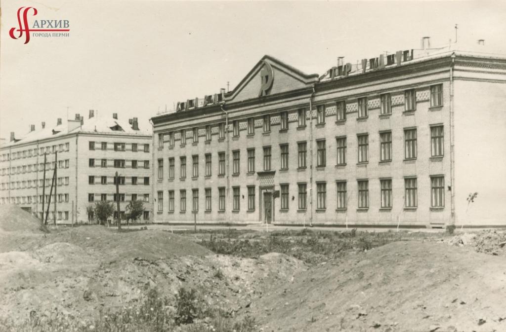 Речное училище на бул. Гагарина, 33.  9 июня 1968 г.