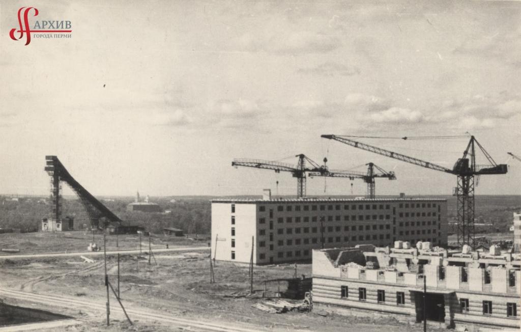 Строительство здания Государственного архива Пермской области по ул. Студенческой, 36.  Май 1963.