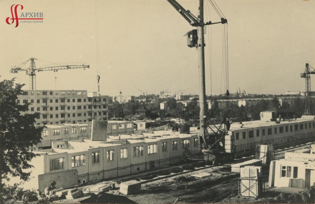 Строительство многоэтажных домов у ж/д моста в р-не ш. Космонавтов и ул. 3-й Ключевой. 11 августа 1967.