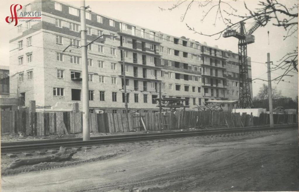 Строительство здания детской больницы № 18 по ул. Коммунистическая, 109. 13 апреля 1973.