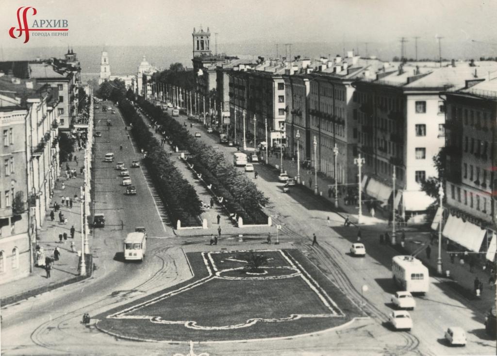 Панорама Комсомольского пр. Вид сверху, из здания УВД. [1970-е].