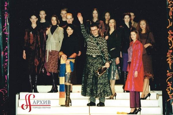 Пермские модели во время презентации коллекции модельера Алексея Ворона. 2001.