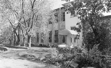 Один из первых заводских корпусов. 1955